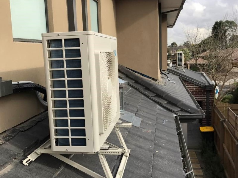 Daikin on roof bracket